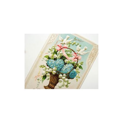 ポストカード 鈴蘭と勿忘草の花籠を運ぶ白鳩