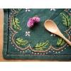 スウェーデンの手刺繍クロス★ドイリー 緑に葉っぱ