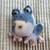 雨の日を楽しく!七宝焼ブローチ カエル