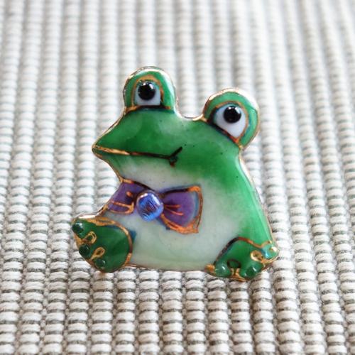 雨の日を楽しく!七宝焼ピンブローチ(ピンバッジ,ピンズ) カエル(顔)