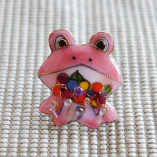 雨の日を楽しく!七宝焼ピンブローチ(ピンバッジ,ピンズ) カエル(花)